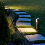 Een staande buitenlamp: ideaal om je tuin meer cachet te geven